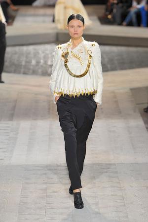 Показ Givenchy коллекции сезона Осень-зима 2009-2010 года haute couture - www.elle.ru - Подиум - фото 87741