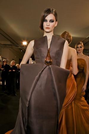Показ Stephane Rolland коллекции сезона Весна-лето 2011 года Haute couture - www.elle.ru - Подиум - фото 216388