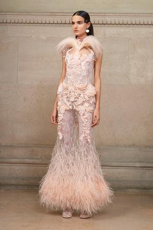 Показ Givenchy коллекции сезона Весна-лето  2017 года Haute couture - www.elle.ru - Подиум - фото 616604