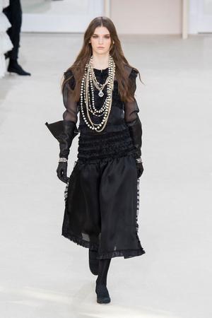 Показ Chanel коллекции сезона Осень-зима 2016-2017 года prêt-à-porter - www.elle.ru - Подиум - фото 605666