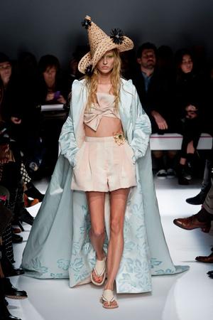 Показ Schiaparelli коллекции сезона Весна-лето 2014 года haute couture - www.elle.ru - Подиум - фото 574221