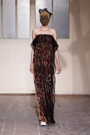 Показ Maison Martin Margiela коллекции сезона Весна-лето 2013 года haute couture - www.elle.ru - Подиум - фото 480782