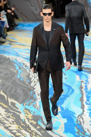 Показ Louis Vuitton коллекции сезона Осень-зима 2014-2015 года Men prêt-à-porter - www.elle.ru - Подиум - фото 573757