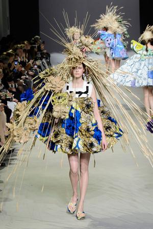 Показ Viktor & Rolf коллекции сезона Весна-лето 2015 года Haute couture - www.elle.ru - Подиум - фото 593335
