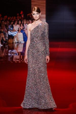 Показ Elie Saab коллекции сезона Осень-зима 2013-2014 года Haute couture - www.elle.ru - Подиум - фото 556198
