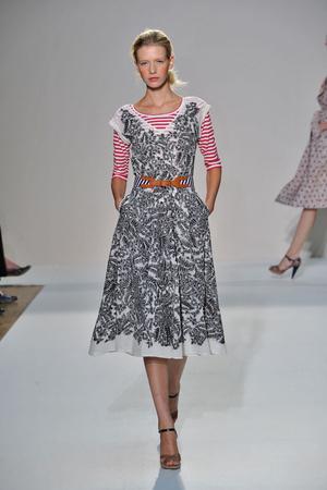Показ Nicole Farhi коллекции сезона Весна-лето 2009 года Prêt-à-porter - www.elle.ru - Подиум - фото 78929