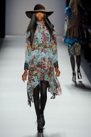 Показ Nicole Miller коллекции сезона Осень-зима 2012-2013 года prêt-à-porter - www.elle.ru - Подиум - фото 337995