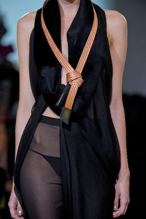 Показ Atelier Gustavo Lins коллекции сезона Осень-зима 2011-2012 года Haute couture - www.elle.ru - Подиум - фото 278194