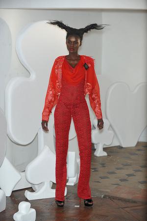Показ On Aura Tout Vu коллекции сезона Весна-лето 2010 года haute couture - www.elle.ru - Подиум - фото 138767