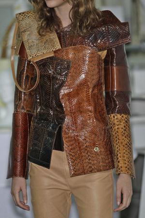 Показ Maison Martin Margiela коллекции сезона Осень-зима 2010-2011 года Haute couture - www.elle.ru - Подиум - фото 167150