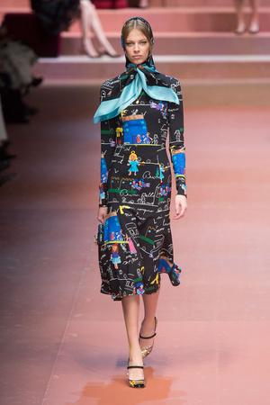Показ Dolce & Gabbana коллекции сезона Осень-зима 2015-2016 года Prêt-à-porter - www.elle.ru - Подиум - фото 594881
