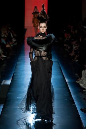 Показ Jean Paul Gaultier коллекции сезона Осень-зима 2013-2014 года Haute couture - www.elle.ru - Подиум - фото 556233