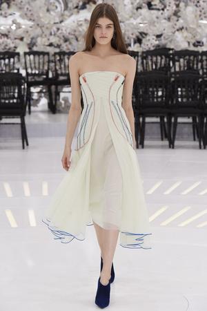 Показ Christian Dior коллекции сезона Осень-зима 2014-2015 года Haute couture - www.elle.ru - Подиум - фото 584661
