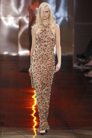 Показ Giorgio Armani Privé коллекции сезона Осень-зима 2010-2011 года haute couture - www.elle.ru - Подиум - фото 167645