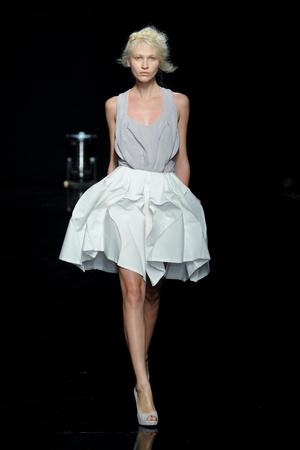 Показ Yiqing Yin коллекции сезона Осень-зима 2012-2013 года Haute couture - www.elle.ru - Подиум - фото 405050
