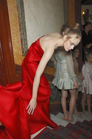 Показ Valentino коллекции сезона Осень-зима 2010-2011 года haute couture - www.elle.ru - Подиум - фото 168334