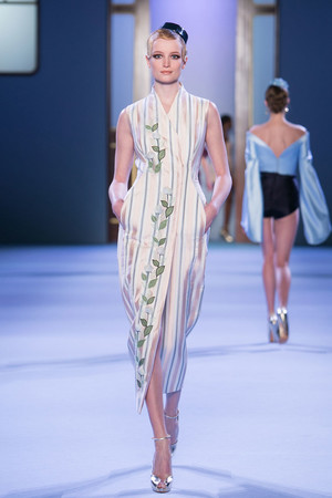 Показ Ulyana Sergeenko коллекции сезона Весна-лето 2014 года haute couture - www.elle.ru - Подиум - фото 574760