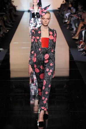 Показ Giorgio Armani Privé коллекции сезона Осень-зима 2011-2012 года haute couture - www.elle.ru - Подиум - фото 277584