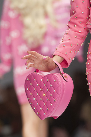 Показ Moschino коллекции сезона Весна-лето 2015 года Prêt-à-porter - www.elle.ru - Подиум - фото 589047