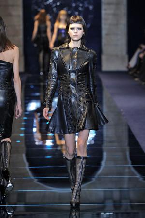 Показ Versace коллекции сезона Осень-зима 2012-2013 года Prêt-à-porter - www.elle.ru - Подиум - фото 363685