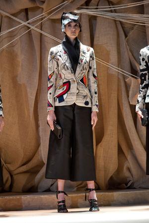 Показ Franck Sorbier коллекции сезона Весна-лето 2013 года Haute couture - www.elle.ru - Подиум - фото 480427