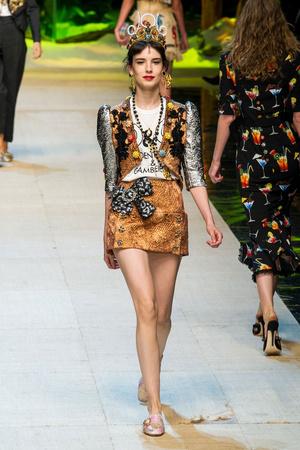 Показ Dolce & Gabbana коллекции сезона Весна-лето  2017 года prêt-à-porter - www.elle.ru - Подиум - фото 610614