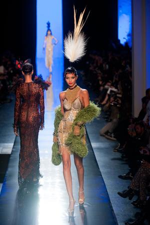 Показ Jean Paul Gaultier коллекции сезона Весна-лето 2014 года haute couture - www.elle.ru - Подиум - фото 575203