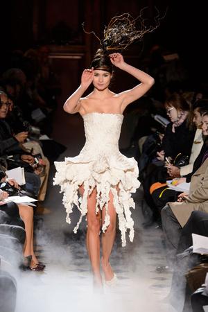 Показ Franc Sorbier коллекции сезона Весна-лето 2015 года haute couture - www.elle.ru - Подиум - фото 593406