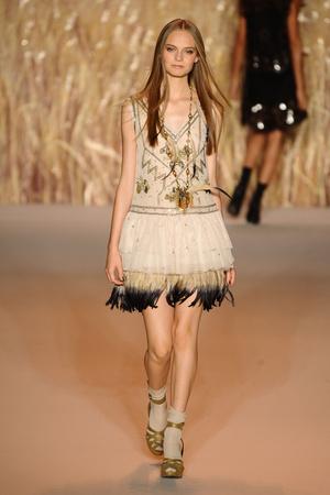 Показ Anna Sui коллекции сезона Весна-лето 2011 года prêt-à-porter - www.elle.ru - Подиум - фото 177326