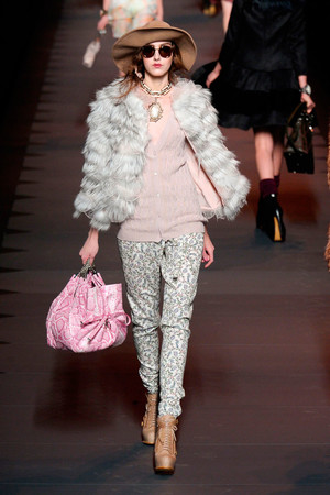 Показ Christian Dior коллекции сезона Осень-зима 2011-2012 года prêt-à-porter - www.elle.ru - Подиум - фото 252105