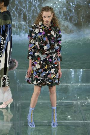 Показ Fendi коллекции сезона Осень-зима 2016-2017 года Haute couture - www.elle.ru - Подиум - фото 607472
