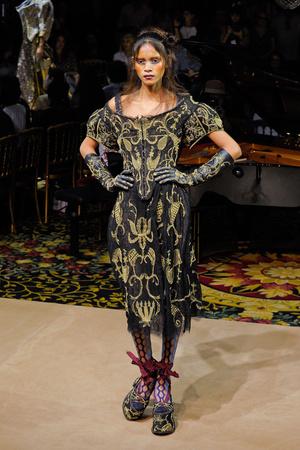 Показ Vivienne Westwood коллекции сезона Весна-лето 2012 года Prêt-à-porter - www.elle.ru - Подиум - фото 310785
