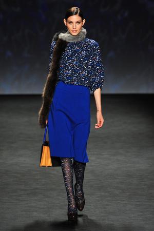 Показ Vivienne Tam коллекции сезона Осень-зима 2014-2015 года prêt-à-porter - www.elle.ru - Подиум - фото 577064