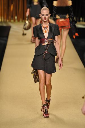 Показ Louis Vuitton коллекции сезона Весна-лето 2009 года prêt-à-porter - www.elle.ru - Подиум - фото 85576