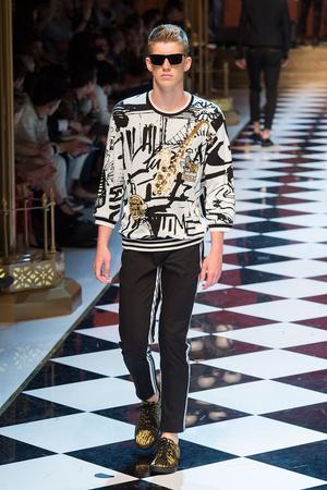 Показ Dolce & Gabbana коллекции сезона Весна-лето  2017 года Men prêt-à-porter - www.elle.ru - Подиум - фото 606698