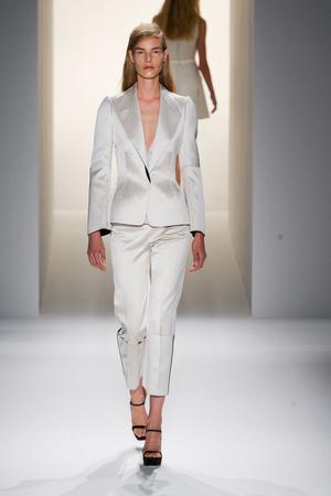 Показ Calvin Klein Collection коллекции сезона Весна-лето 2013 года prêt-à-porter - www.elle.ru - Подиум - фото 423601