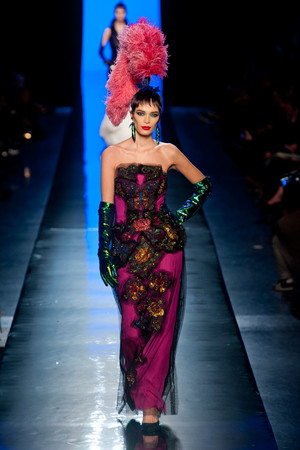 Показ Jean Paul Gaultier коллекции сезона Весна-лето 2014 года Haute couture - www.elle.ru - Подиум - фото 575195