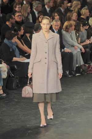 Показ Louis Vuitton коллекции сезона Осень-зима 2010-2011 года prêt-à-porter - www.elle.ru - Подиум - фото 157476