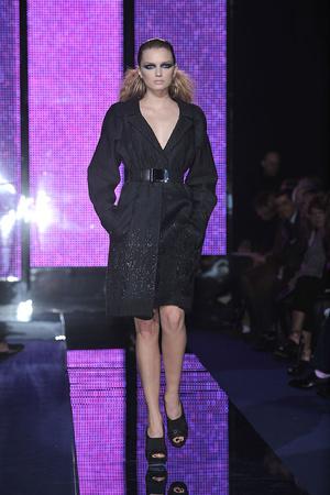 Показ Versace коллекции сезона Осень-зима 2009-2010 года Prêt-à-porter - www.elle.ru - Подиум - фото 96930