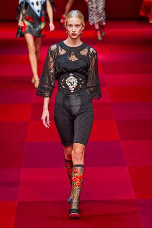 Показ Dolce & Gabbana коллекции сезона Весна-лето 2015 года Prêt-à-porter - www.elle.ru - Подиум - фото 589981