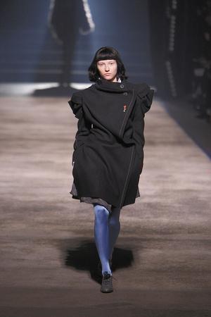 Показ Vivienne Westwood коллекции сезона Осень-зима 2010-2011 года Prêt-à-porter - www.elle.ru - Подиум - фото 155627