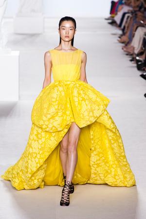 Показ Giambattista Valli коллекции сезона Осень-зима 2013-2014 года Haute couture - www.elle.ru - Подиум - фото 556447