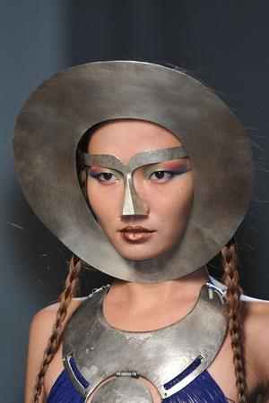 Показ Jean Paul Gaultier коллекции сезона Весна-лето 2010 года Haute couture - www.elle.ru - Подиум - фото 139083