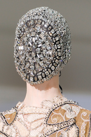 Показ Maison Martin Margiela коллекции сезона Осень-зима 2012-2013 года Haute couture - www.elle.ru - Подиум - фото 405133