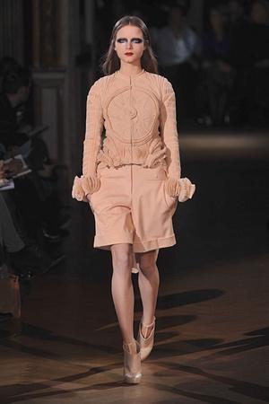 Показ Givenchy коллекции сезона Весна-лето 2010 года Haute couture - www.elle.ru - Подиум - фото 138537
