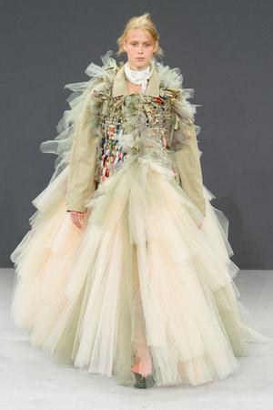 Показ Viktor & Rolf коллекции сезона Осень-зима 2016-2017 года haute couture - www.elle.ru - Подиум - фото 607431