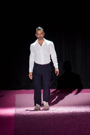 Показ Marc Jacobs коллекции сезона Весна-лето 2015 года prêt-à-porter - www.elle.ru - Подиум - фото 587249
