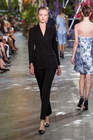 Показ Christian Dior коллекции сезона Весна-лето 2014 года prêt-à-porter - www.elle.ru - Подиум - фото 568360