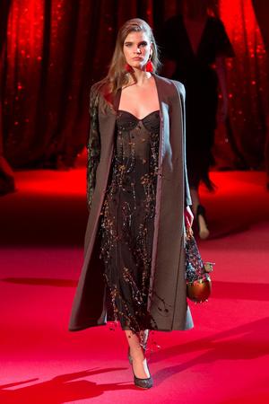 Показ Ulyana Sergeenko коллекции сезона Весна-лето  2017 года haute couture - www.elle.ru - Подиум - фото 616860