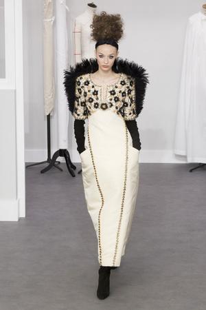Показ Chanel коллекции сезона Осень-зима 2016-2017 года Haute couture - www.elle.ru - Подиум - фото 607046